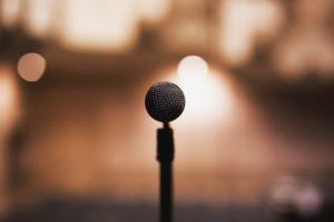 introwertiert Selbstmarketing Mikrofon